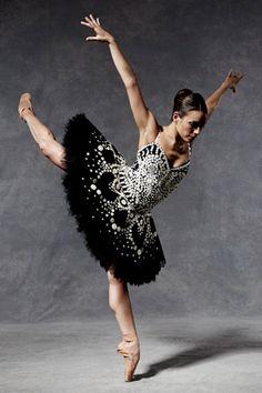 """""""When Fashion Met Ballet"""" - Moschino. Vogue / John Davis/Fabio Immediato"""