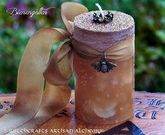 BIENENGÖTTIN™ Old European Crowned Queen Bee Goddess Pillar Candle w/ Honeybee on Silk for Ritual to Evoke Apex Female Power, Achievement