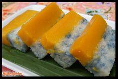 Kueh salat kaya / pumpkin Pandan/Pumpkin egg coconut milk custard on glutinuous rice