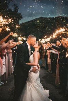 Must Have Wedding Images ★ wedding images kiss under sparkler yourockphotographers Wedding Day Wishes, Wedding Kiss, Wedding Sparklers, Dream Wedding, Wedding Fun, Wedding Stuff, Romantic Wedding Photos, Glamorous Wedding, Wedding Images