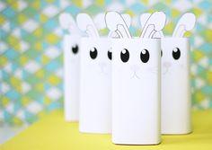 Deze superleuke konijntjes kun je met onze gratis printable zelf in elkaar knutselen voor Pasen!  #minime #pasen #paasfeest #kinderen #paaseitjes #diy #knutselen Diys, Bricolage, Do It Yourself, Fai Da Te, Diy