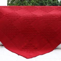 Manta vermelha em tricô, feita artesanalmente: não é linda? #enxovaldebebe #manta #cobertor #maternidade