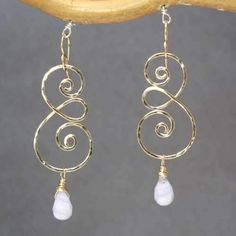 Metal Jewelry Hammered swirl earrings with choice of gemstone Nouveau 211 - Hammered swirl earrings with choice of gemstone, about long. Available in gold filled Wire Jewelry Designs, Handmade Wire Jewelry, Jewelry Patterns, Metal Jewelry, Earrings Handmade, Diy Jewelry, Beaded Jewelry, Jewelery, Silver Jewelry