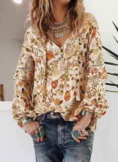 Floral cute V-neckline long sleeve blouses, sweet tops, fancy, outfits. Boho Fashion, Autumn Fashion, Fashion Outfits, Womens Fashion, Fashion Trends, Fashion Blouses, Fashion Tag, Nike Fashion, Diy Blouse