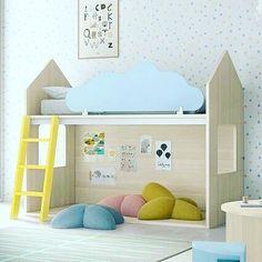 Esta idea de camita de @noplacelikehome.es  me parece ideal, para aprovechar al máximo el espacio en una habitación infantil. Ayer en el blog os dejé unos típs para ordenar el armario de este cuarto, que suele resultar un pelín complicado #orden #ordenylimpiezaencasa  #quieromicasaenorden