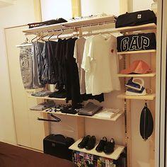 sentanさんのMy Shelf 無印良品 寝室 ハンドメイド DIY 一人暮らし 見せる収納 オープンクローゼット ディアウォールに関する部屋写真
