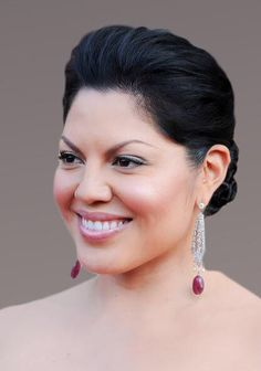 Sara Ramirez Photos - Actress Sara Ramirez arrives at the Annual GLSEN Respect Awards at the Beverly Hills Hotel on October 2009 in Beverly Hills, California. Greys Anatomy Callie, Greys Anatomy Cast, Callie Torres, Pretty People, Beautiful People, Latino Actors, Belle Plante, Wtf Face, Plus Size Beauty