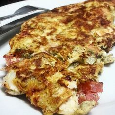 Jantarzinho de boa vendo tv e esperando o feriado: omelete de dois ovos com tomate palmito cebola e peito de peru  #dieta #dukan #dietadukan #emagrecer #instafood #fit #fitness #projetomimis #blogdadrika #emagrecimento #instafood_da_lo #academia #fitfood #alimentação #eatclean #food #foconadieta #boaforma #lowcarb #detox #30tododia #determinação #antesedepois #antesedepois #bemestar #cozinhafit #goodfood by projetofitmari