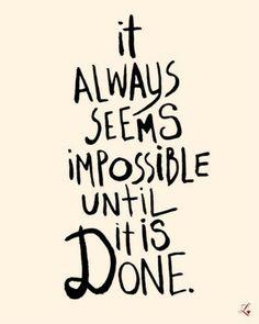 """""""siempre parece imposible hasta que se hace"""".  Sabias palabras.  Disponible desde TheLoveShop en Etsy."""