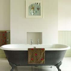 Country bathroom pictures and photos for your next decorating project. Find inspiration from of beautiful living room images Tongue And Groove Panelling, Loft Bathroom, Bathroom Bath, Bath Tub, Cast Iron Bath, Roll Top Bath, Living Room Images, Bathroom Pictures, Bathroom Ideas