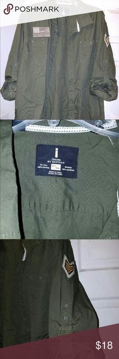Men's army green casual button down Military green style casual button down. Sleeves can be worn down or rolled up with the tabs. Size XL Buffalo David Bitton Shirts Casual Button Down Shirts