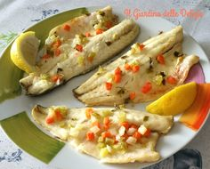 La spigola allo zenzero e limone è un ottimo delicato secondo di pesce, cotto al forno e fatto marinare in olio succo di zenzero e limone