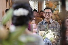 Engagement Shoots, Engagement Photography, Wedding Photography, Engagement Ideas, Photography Ideas, Kebaya Brokat, Engagement Party Decorations, Dusty Pink, Floral Tie