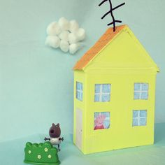 Peppa Pig's little yellow house on top of the hill #peppapig #craft #diy