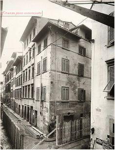 Risanamento quartiere Santa Croce negli anni 30, via Buonarroti all'angolo con Via dell'Agnolo. #Firenze.