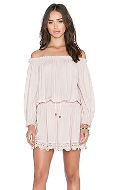125a130f4131 I don't like off-the-shoulder shirts and dresses, and this is too pale and  shapeless.
