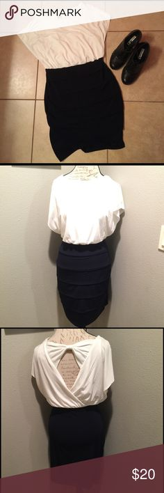 💋Simple Classy Dress Purchased for a Broadway show and never worn again. This dress is a beautiful mix of classy and chic. The back is simply adorable in how it shows off a glimpse of your upper back (pictured). Skirt is a deep blue color. No flaws and looking for a new home. Dresses
