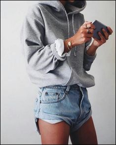 casual outfits for winter ; casual outfits for work ; casual outfits for women ; casual outfits for school ; casual outfits for winter comfy Looks Style, Looks Cool, Mode Outfits, Fashion Outfits, Fashion Ideas, Fashion Trends, School Outfits, College Girl Outfits, Fashion Shorts