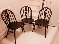 no - Mulighetenes marked Ercol Furniture, Wishbone Chair, Dining Chairs, Home Decor, Fleur De Lis, Decoration Home, Room Decor, Dining Chair, Home Interior Design