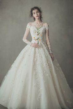 심플하고 깔끔한 라인에 고급스러운 소재를 바탕으로 크리스탈장식, 비즈장식 등으로 플로렌스웨딩만의 100% 수작업 드레스를 제작하고 있는 전문 디자이너 드레스샵 입니다. Elegant Dresses For Women, Formal Dresses, Wedding Dresses, Ball Gowns, Fashion, Bridal Gowns, Boyfriends, Dresses For Formal, Bride Dresses