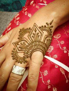 15 beautiful hand tattoos for men and women - Tätowierungen - Henna Designs Hand Simple Henna Tattoo, Tattoo Henna, Henna Tattoo Designs, Tattoo Ideas, Simple Foot Henna, Small Henna, Mehndi Designs For Beginners, Henna Designs Easy, Beautiful Henna Designs