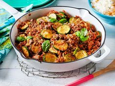 Simple ingredients, quick preparation: the zucchini mince pan is great everyday food that the whole family will enjoy. Simple ingredients, quick preparation: the zucchini mince pan is great everyday food that the whole family will enjoy. Easy Smoothie Recipes, Easy Salad Recipes, Chicken Salad Recipes, Easy Dinner Recipes, Healthy Dinner Recipes, Great Recipes, Easy Meals, Dinner Ideas, Dessert Recipes