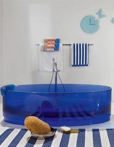 Freestanding resin #bathtub JOLIE by Regia | #Design Bruna Rapisarda #bathroom 思い切って青。