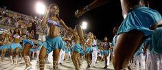 Preparação para os desfiles no Sambódromo, no Rio Foto: LALO DE ALMEIDA / NYT