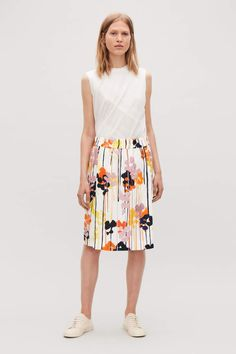 306479c94f FLORAL-PRINTED LINEN SKIRT  finished clean hem