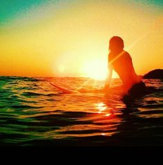 Life's better when you surf Sunset Surf, Summer Sunset, Summer Beach, Summer Vibes, Surf Mode, Surf Girl Style, Surf City, Light Of Life, Surf Girls