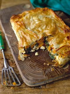 Squash & Spinach Pie ~ This spinach and squash pie is a fabulous vegetarian dish and would also work well made as individual parcels as a starter Pie Recipes, Vegan Recipes, Dinner Recipes, Cooking Recipes, Recipies, Vegan Ideas, Yummy Recipes, Chicken Recipes, Quiches