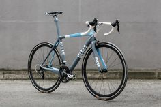 Ritte Bicycles Vlaanderen built by Standert. With Shimano Ultegra 11s group and Easton EC70 SL wheelset. 3T bar and stem and San Marco Zoncolan saddle.