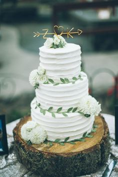 The sweetest tree-trunk wedding cake with adorable golden topper | Image by From The Daisies #WeddingTips