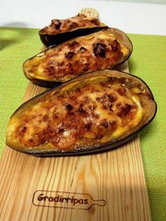 Beringela com carne picada Eggplant, Carne, Zucchini, Vegetables, Food, Dishes, Tailgate Desserts, Recipes, Veggies