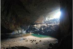 Die Hang Son Doong, die Höhle von Fluss und Berg, liegt im Nationalpark Phong Nha Ke Bang in Zentralvietnam nahe der Grenze zu Laos