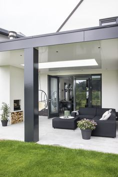 The Best Covered Back Patio Ideas For Your Home – Pool Landscape Ideas Pergola Designs, Patio Design, House Design, Outdoor Rooms, Outdoor Living, Outdoor Decor, Covered Back Patio, Interior Design Living Room, New Homes