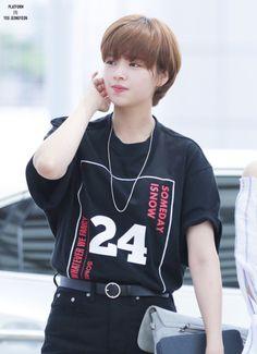 Twice Jeong Yeon Korean Short Hair, Short Hair Cuts, Short Hair Styles, Kpop Girl Groups, Korean Girl Groups, Kpop Girls, Ulzzang Tomboy, Sulli, Spirit Fanfic