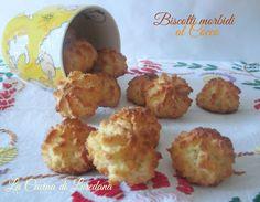 I Biscotti morbidi al Cocco sono semplici e veloci da preparare, non contengono farina e burro e si preparano semplicemente utilizzando solo un pentolino.
