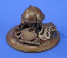 Tintenfass Russland um 1900 Bronze. Kyrillisch bezeichnet. H 13 cm, Ø 18,5 cm — Skulpturen, Möbel, Kunsthandwerk