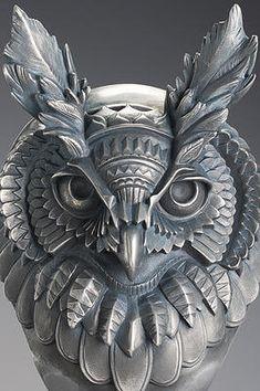 Skulltrooper by Samuel Boulesteix x Blackout Brother Animal Sculptures, Sculpture Art, Owl Artwork, Owl Pictures, Wood Carving Patterns, Art En Ligne, Horned Owl, Beautiful Owl, Stone Carving