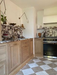 Kitchen Shelves, Kitchen Dining, Kitchen Cabinets, Kitchen Decor, New Kitchen Designs, Kitchen Ideas, White Appliances, Kitchen Styling, Decoration