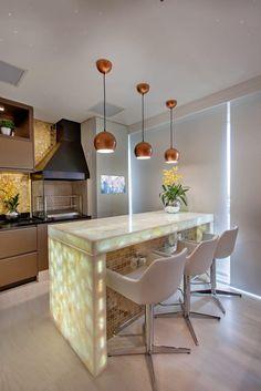Apartamento Jundiaí por Designer de Interiores e Paisagista Iara Kílaris Kitchen Island, Table, Furniture, Home Decor, Kitchen Designs, New Kitchen, Design Ideas, Modern Kitchens, Modern Apartments