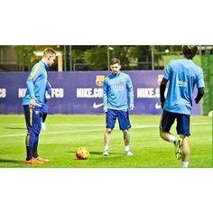 Lionel Messi completó el entrenamiento con el primer equipo del Barcelona. La Pulga está de regreso.