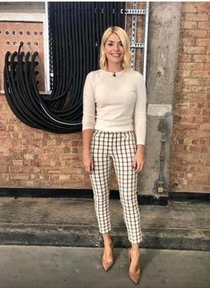 Holly Willoughby: This Morning clothes and where to get them cheaper on the high street Summer Work Outfits, Casual Work Outfits, Business Casual Outfits, Office Outfits, Work Attire, Work Casual, Business Attire, Casual Office Wear, Corporate Outfits