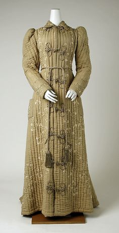 I am so cold tonight and this looks so warm! || Dressing Gown 1896, French, Made of silk