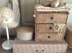 . Vintage Tins, Shabby Vintage, Vintage Decor, Shabby Chic, Fabric Covered Boxes, Fabric Boxes, Old Boxes, Antique Boxes, Shabby Boxes