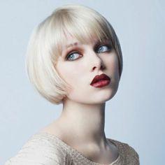 Kurzfrisur für Frauen mit glatten Haaren