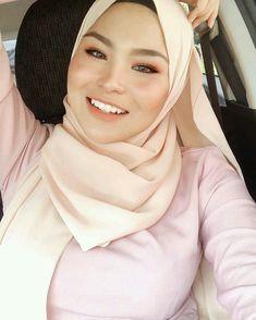 Beautiful Hijab Girl, Beautiful Muslim Women, Muslim Fashion, Hijab Fashion, Fashion Beauty, Myanmar Traditional Dress, Arab Girls, Hijab Chic, Girl Hijab