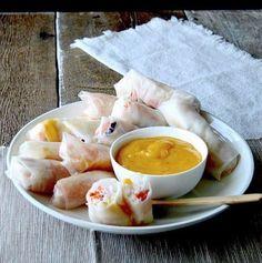 Notre inspiration #fraichementpresse du jour vient de @petitedouceur.x et ses rouleaux de printemps aux crevettes vermicelles & sauce à la mangue! #cookingwithlove #shrimps #mango #veggies #makegoodfood #baking #instafood #instafoodie #automne #lovefood #cooking #colorfulplate #cookingwithlove #foodshare #foodblogger #foodoftheday