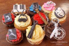 Cupcakes decorados para um chá de lingerie baseado no livro 50 Tons de Cinza.